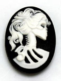 25/18mm Lolita Cameo - White on Black